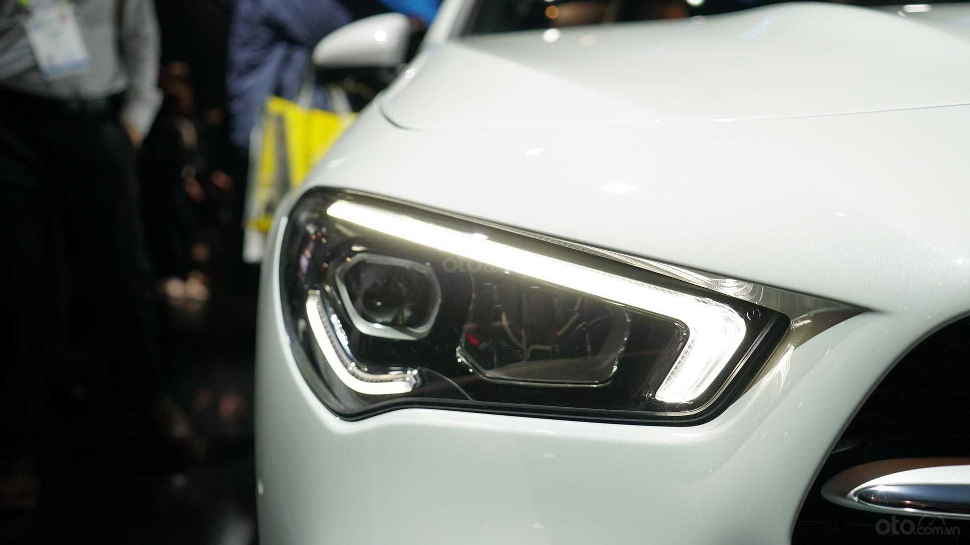 Đánh giá xe Mercedes-Benz CLA-Class 2020: Đèn pha