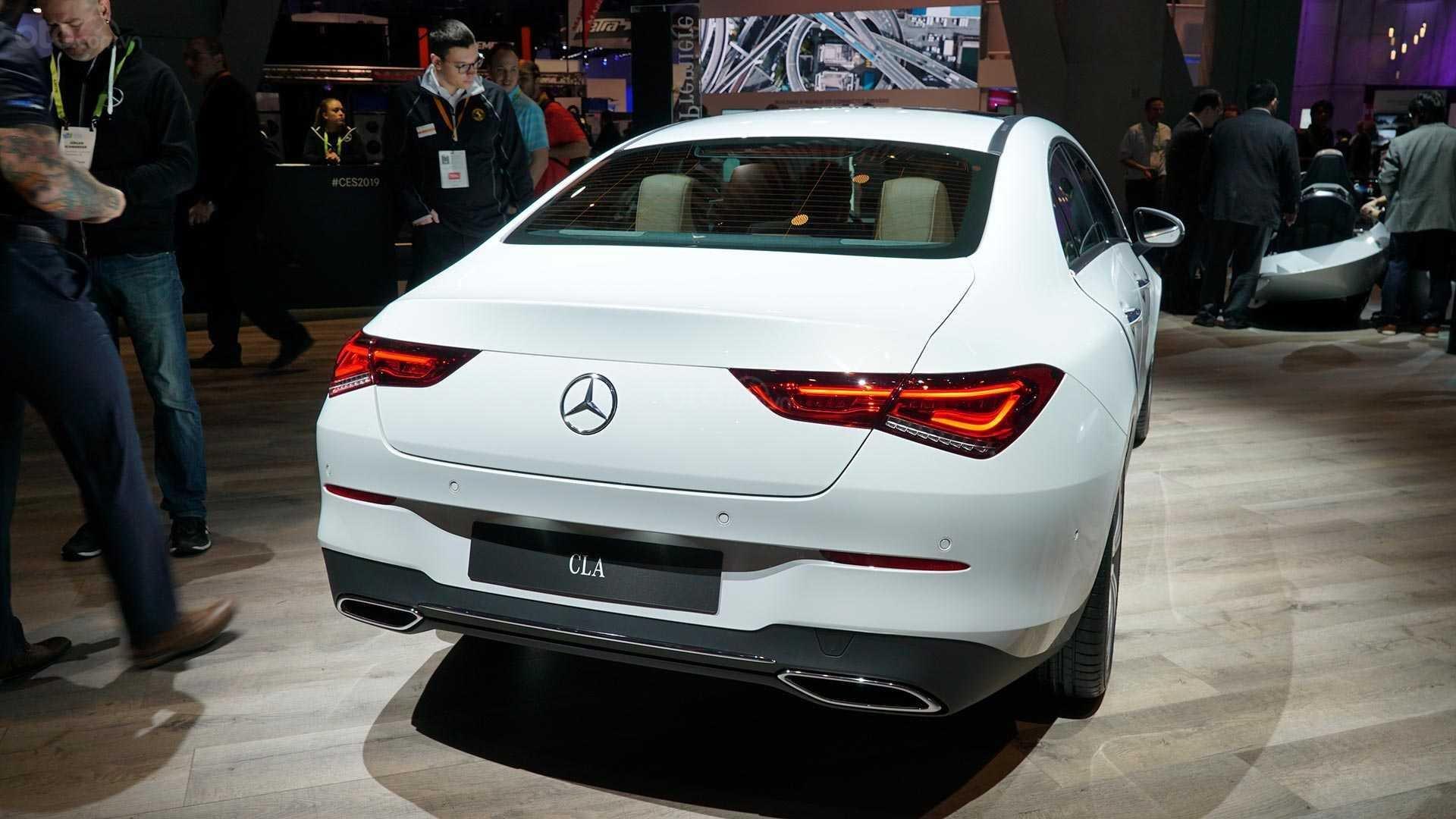 Đánh giá xe Mercedes-Benz CLA-Class 2020 - Đuôi xe 2