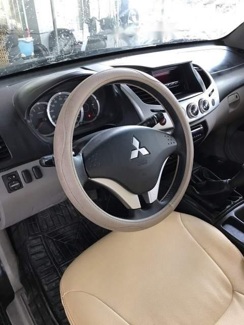 Bán Mitsubishi Triton đời 2011, màu đen xe gia đình, giá chỉ 370 triệu-3