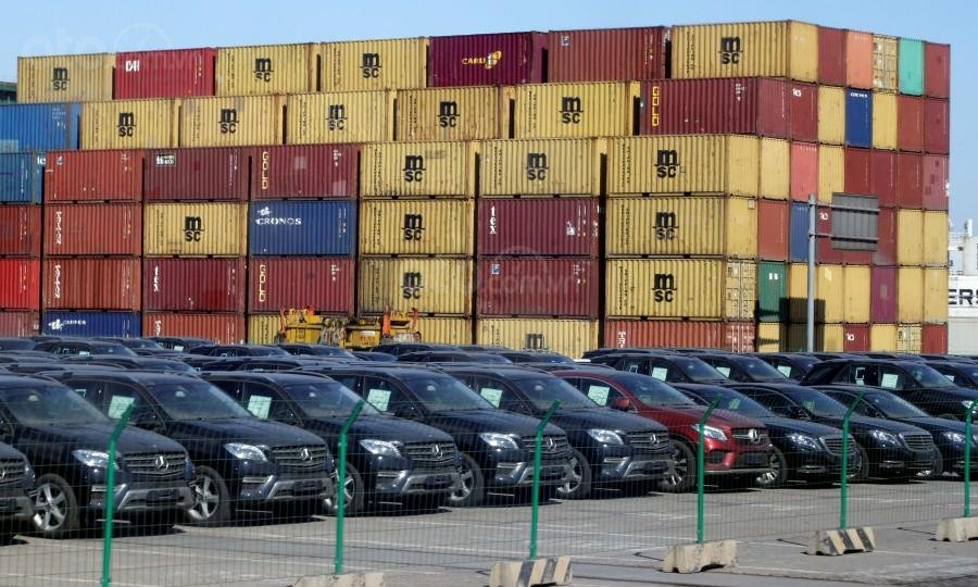 BMW và Mercedes-Benz ngay lập tức giảm giá để cuốn hút khách hàng