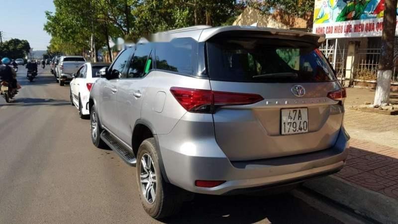 Bán Toyota Fortuner 2017, màu bạc, nhập khẩu-5