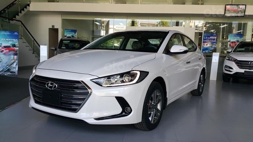 Vay mua Hyundai Elantra trả góp 2019 a1