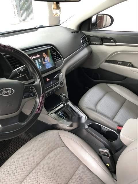 Cần bán gấp Hyundai Elantra AT đời 2016, màu bạc, giá tốt (4)