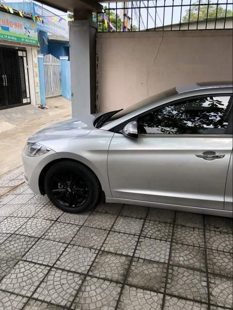 Cần bán gấp Hyundai Elantra AT đời 2016, màu bạc, giá tốt (2)