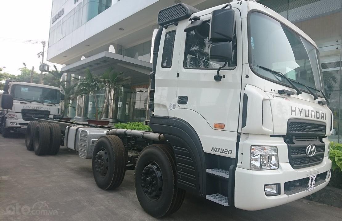 Cần bán xe Hyundai HD320-18T đời 2019, màu trắng, nhập khẩu-1