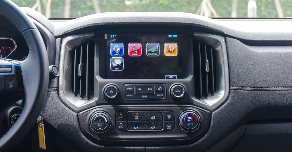 So sánh xe Chevrolet Colorado 2019 và Toyota Hilux 2019 về trang bị giải trí.