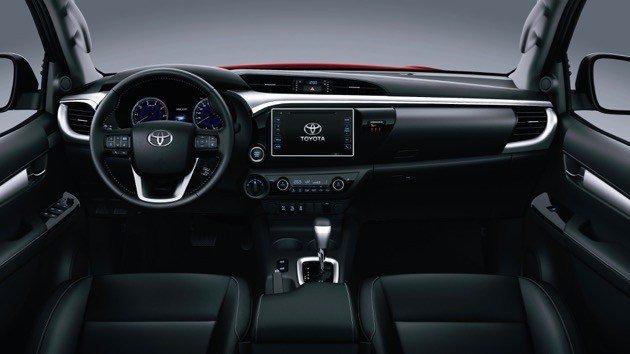 So sánh xe Chevrolet Colorado 2019 và Toyota Hilux 2019 về nội thất: xe Mỹ rộng rãi hơn.