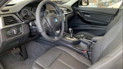 Hàng ghế trước của BMW 3-Series