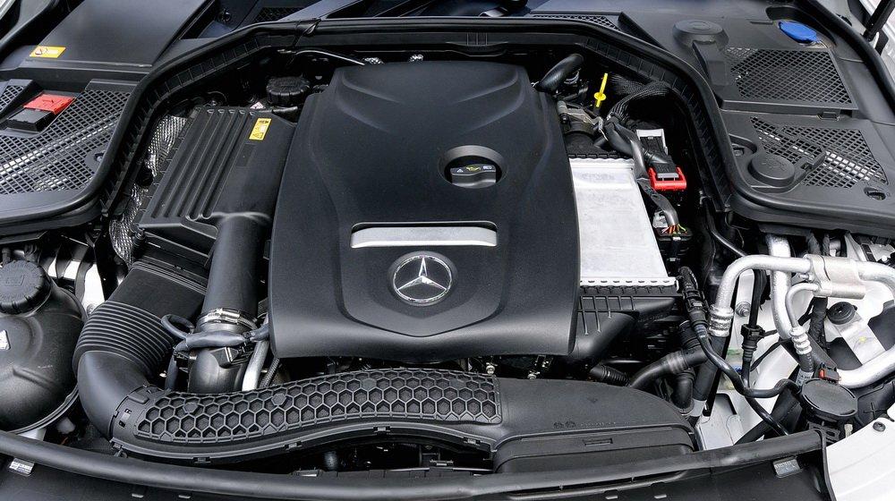 Động cơ trên Mercedes-Benz C200 2019