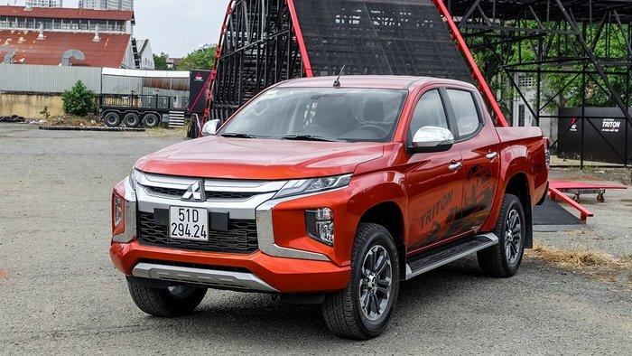 Mitsubishi giảm giá đính kèm quà tặng cho Outlander và Triton trong tháng này a1