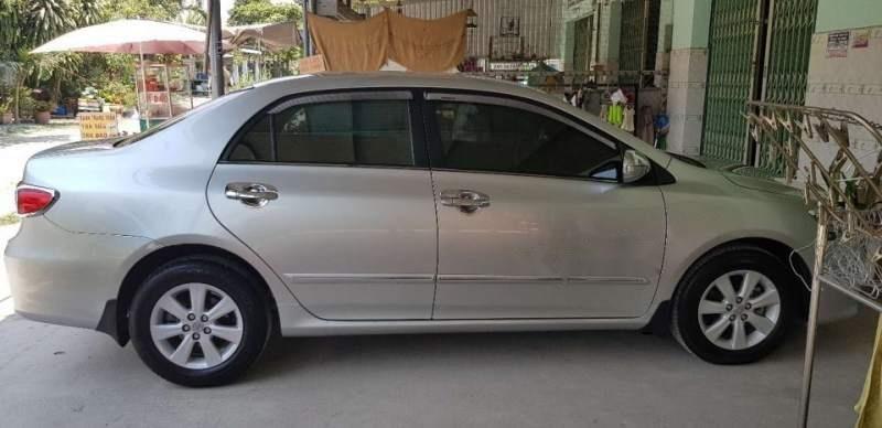 Cần bán gấp Toyota Corolla altis 1.8 năm 2013, màu bạc-0