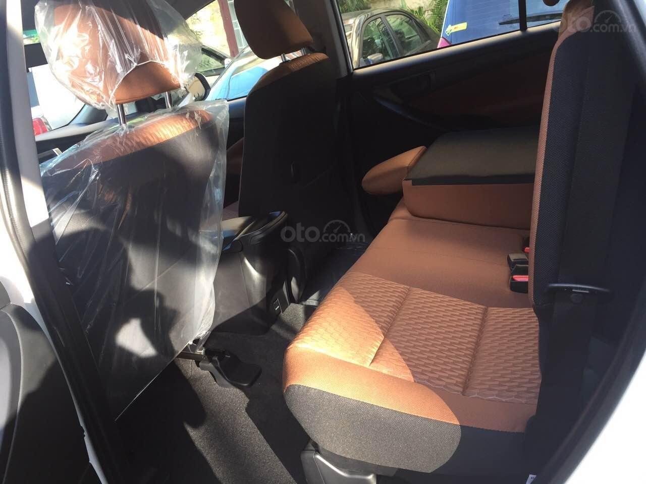 Cần bán xe Toyota Innova 2.0E MT đời 2019, màu trắng giảm tiền mặt, tặng bảo hiểm, DVD, camera, hộp đen-3
