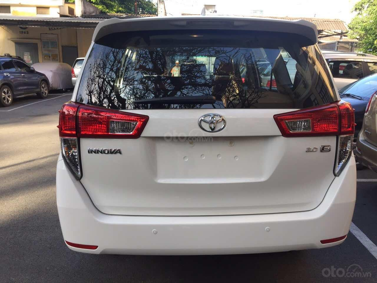 Cần bán xe Toyota Innova 2.0E MT đời 2019, màu trắng giảm tiền mặt, tặng bảo hiểm, DVD, camera, hộp đen-4