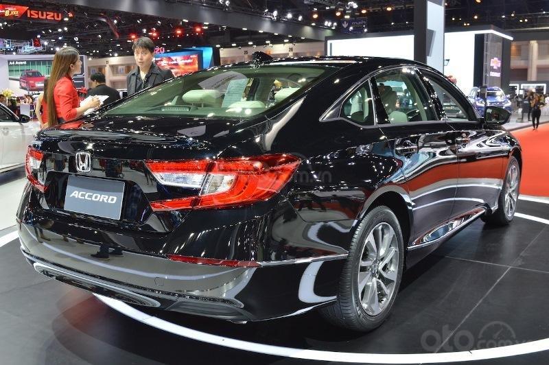 Đèn hậu trên Honda Accord 2019