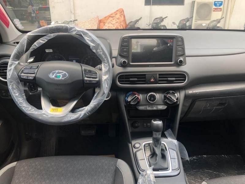 Cần bán Hyundai Kona máy xăng tiêu chuẩn năm sản xuất 2019, giao nhanh (6)