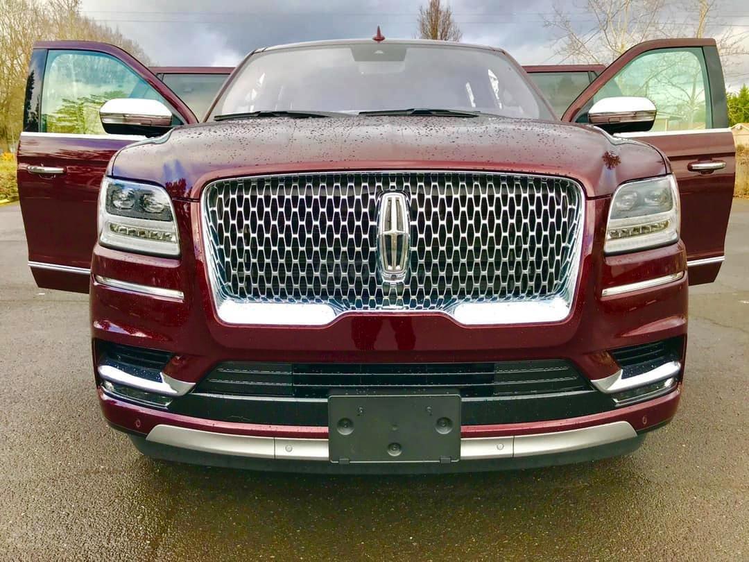 Cần bán Lincoln Navigator Black Label đời 2019, đỏ đô cực hiếm, xe chính chủ, giao ngay tận nhà (1)