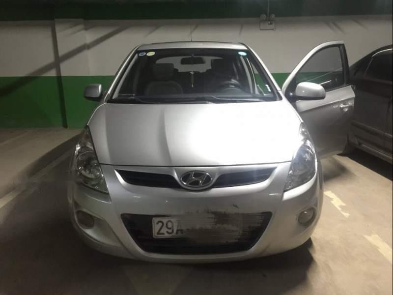 Bán Hyundai i20 năm 2011, màu bạc còn mới, giá 325tr (1)