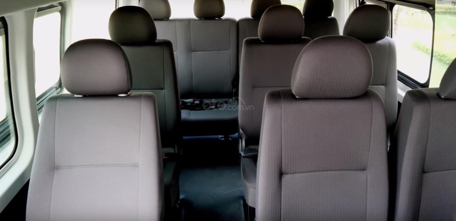 Đánh giá xe Toyota Hiace 2019 11