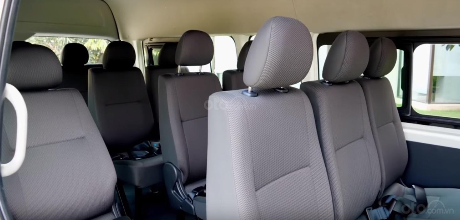 Đánh giá xe Toyota Hiace 2019 10