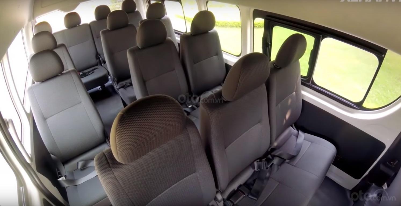 Đánh giá xe Toyota Hiace 2019 8