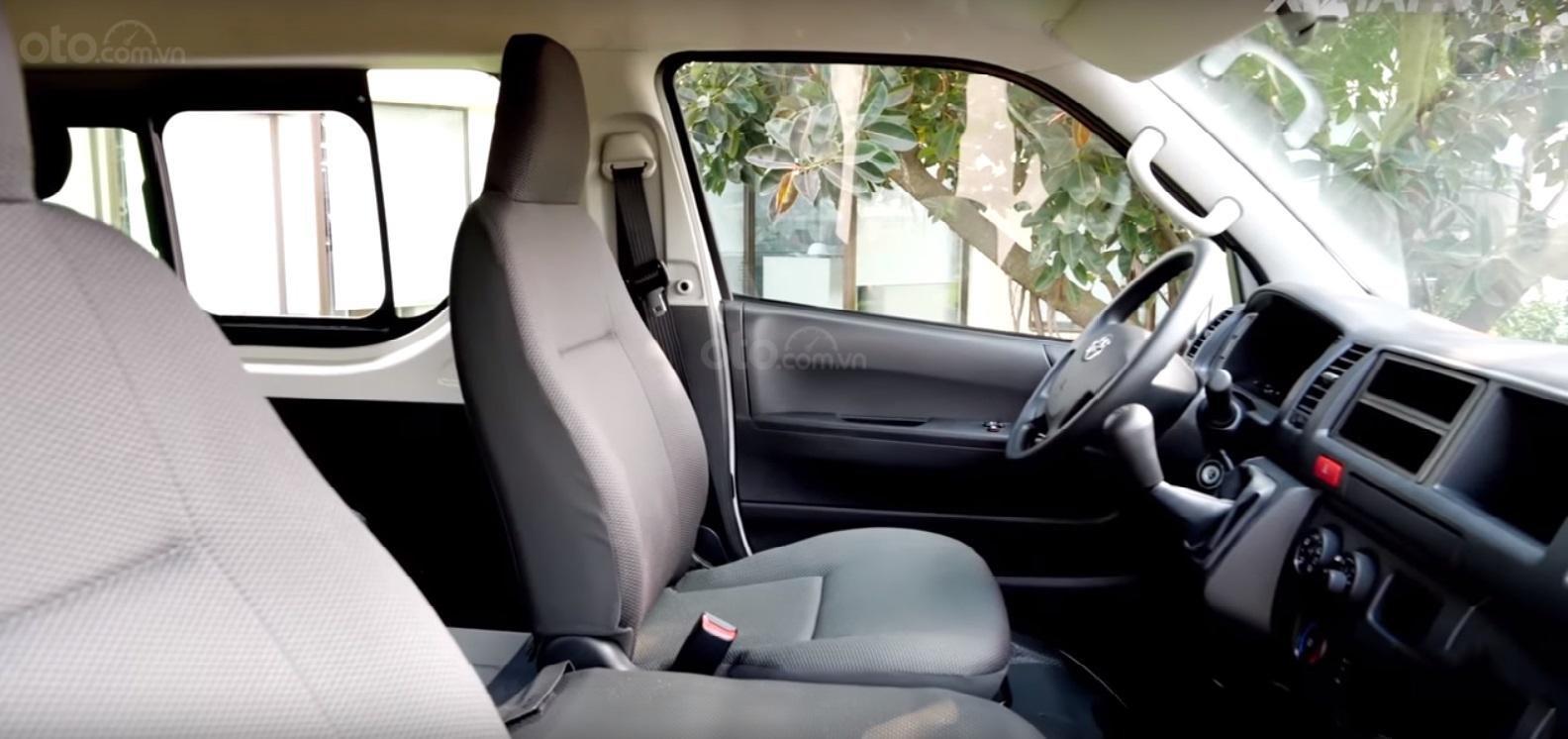 Đánh giá xe Toyota Hiace 2019 12
