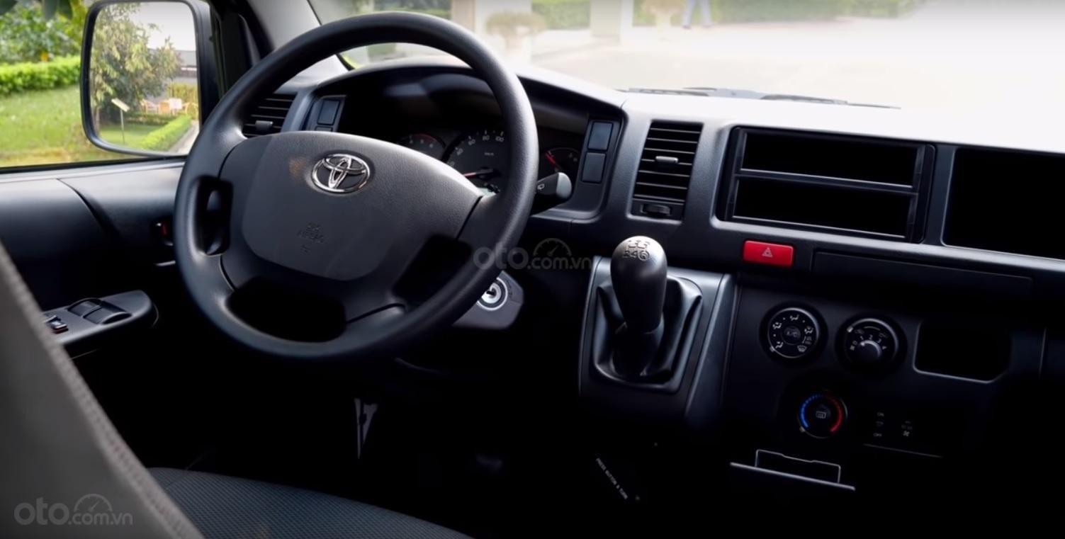Đánh giá xe Toyota Hiace 2019 16