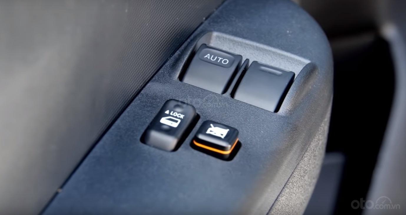 Đánh giá xe Toyota Hiace 2019 17