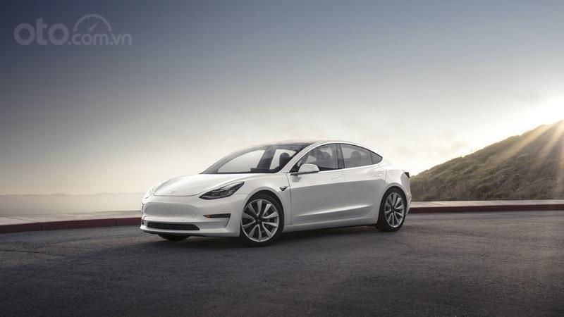 Tesla Model 3 màu trắng
