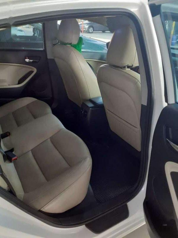 Bán Kia Cerato 1.6 MT 2017, màu trắng chính chủ (3)