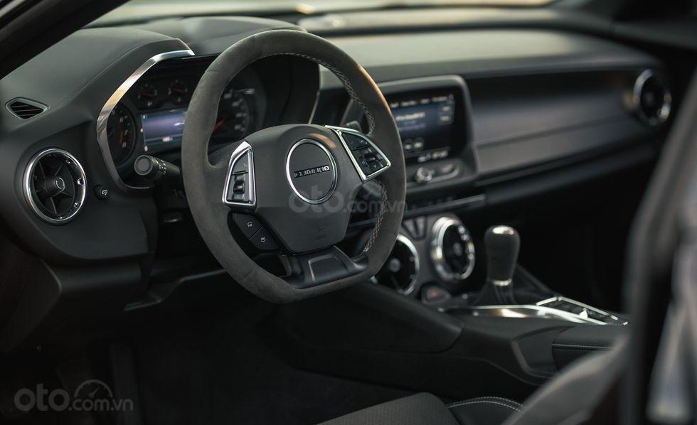 Nội thất xe đánh giá xe Chevrolet Camaro 2019