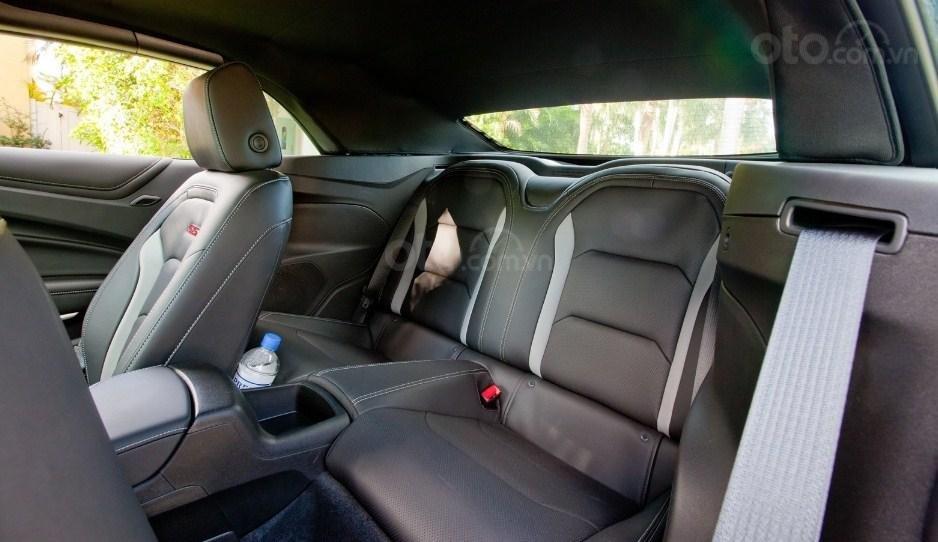 Đánh giá xe Chevrolet Camaro 2019 - ghế ngồi 2
