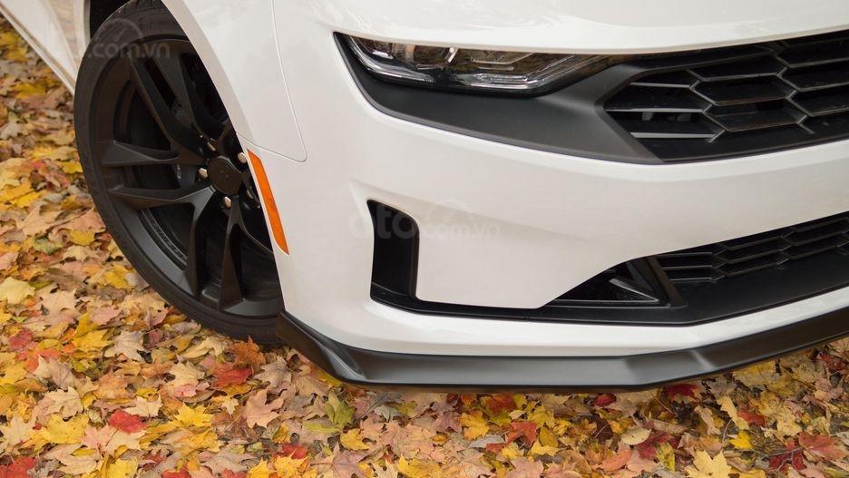 Đánh giá xe Chevrolet Camaro 2019 - lưới tản nhiệt