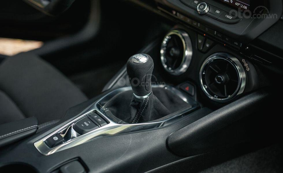 Cần số Chevrolet Camaro 2019