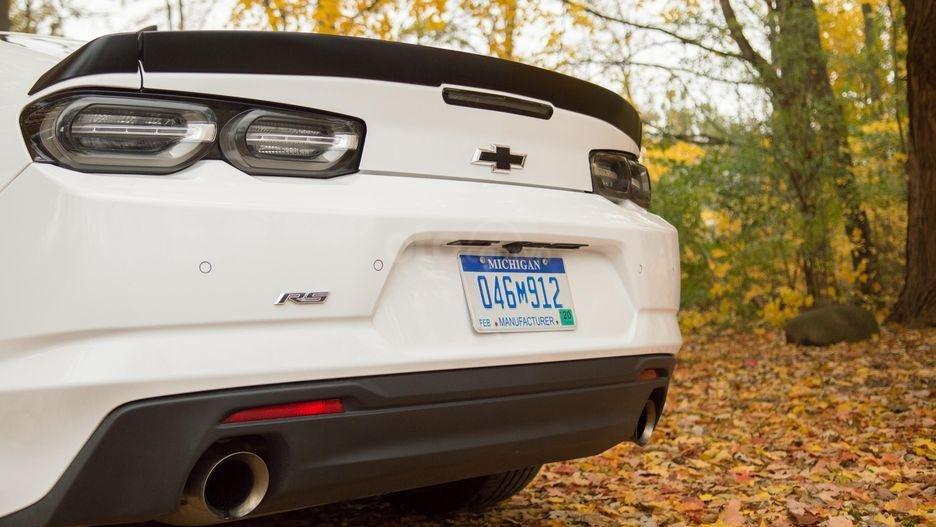 Đánh giá xe Chevrolet Camaro 2019 - ống xả