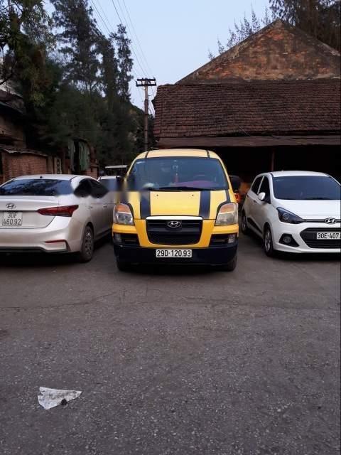 Xe Hyundai Grand Starex MT sản xuất năm 2004, màu vàng-5