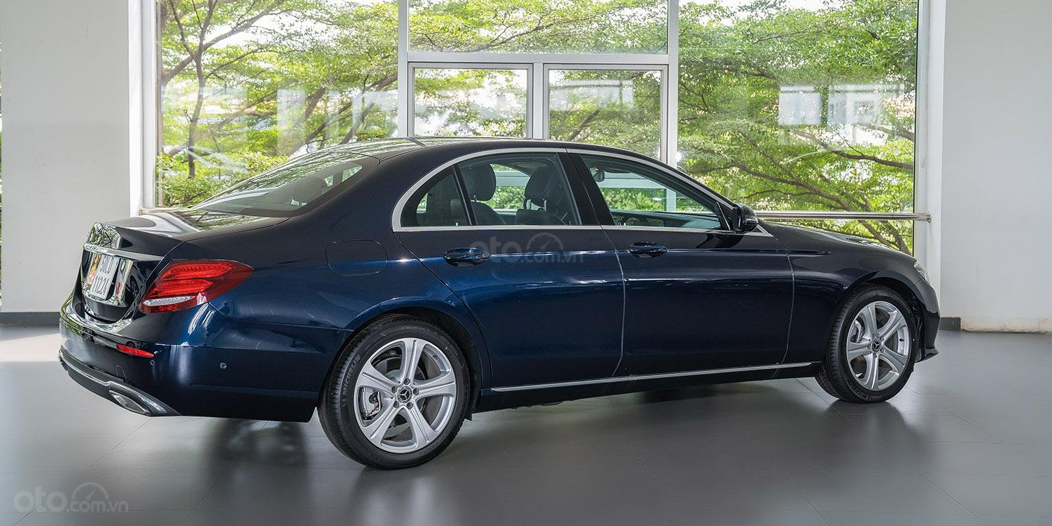 Bán xe Mercedes-benz E250, đăng ký 2018, màu xanh, chỉ 2% thuế trước bạ-1