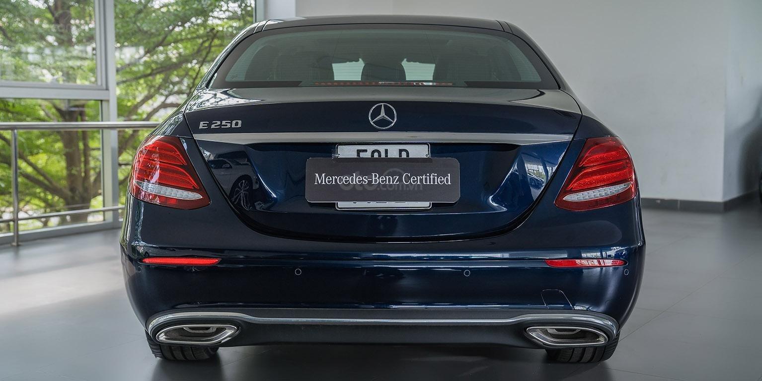Bán xe Mercedes-benz E250, đăng ký 2018, màu xanh, chỉ 2% thuế trước bạ-2