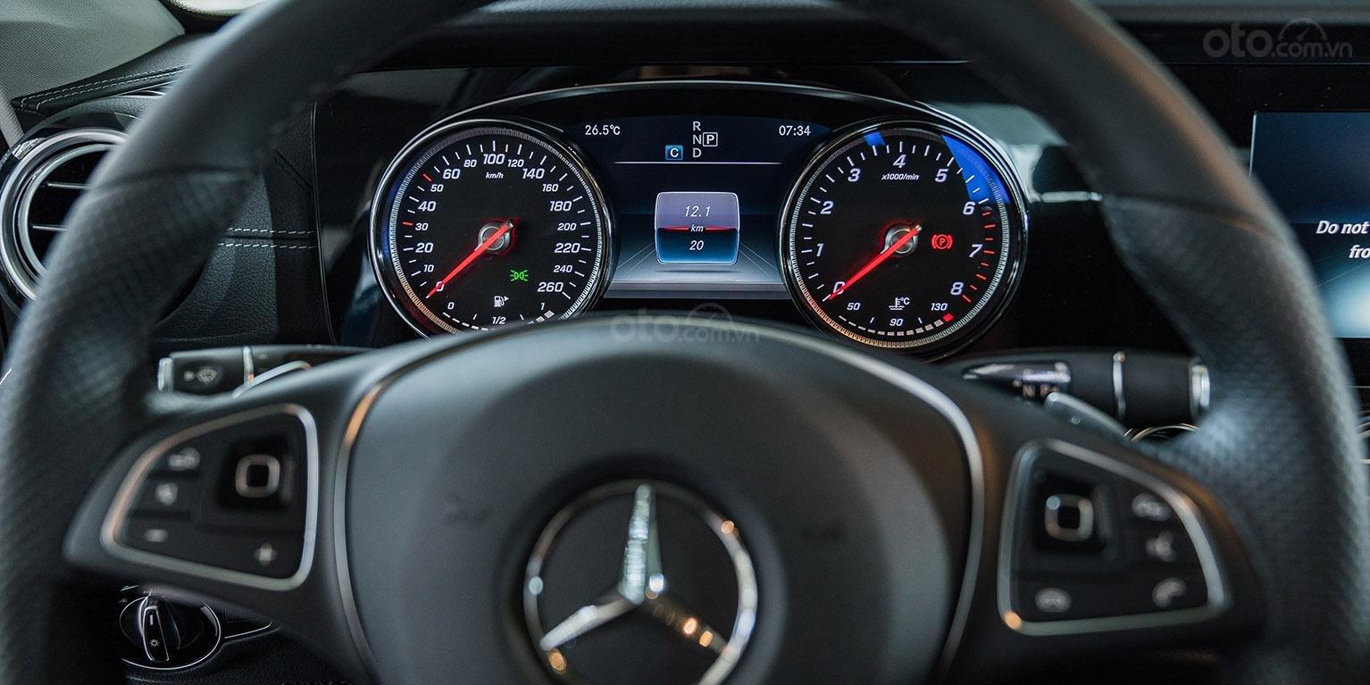 Bán xe Mercedes-benz E250, đăng ký 2018, màu xanh, chỉ 2% thuế trước bạ-4