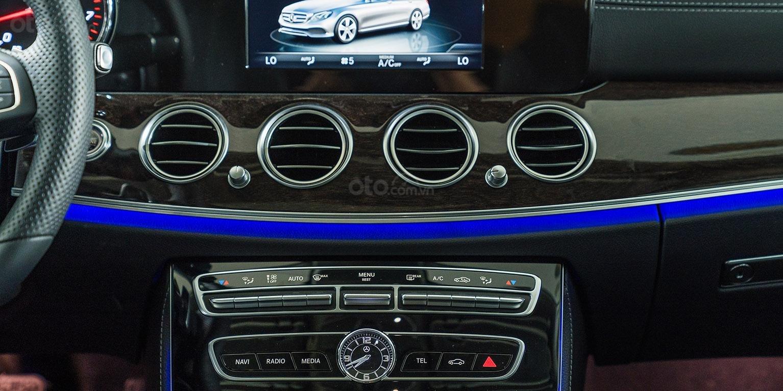 Bán xe Mercedes-benz E250, đăng ký 2018, màu xanh, chỉ 2% thuế trước bạ-7