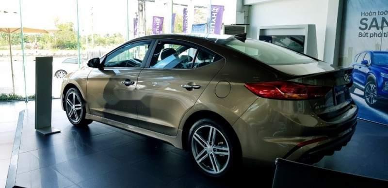 Bán ô tô Hyundai Elantra đời 2018, xe nhập, 709tr-1