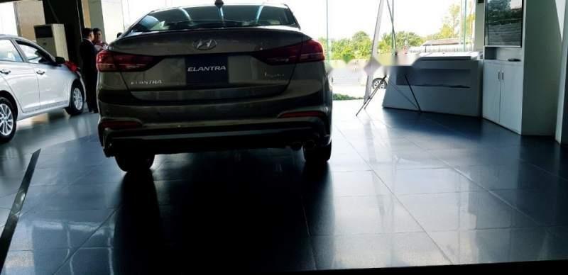 Bán ô tô Hyundai Elantra đời 2018, xe nhập, 709tr-3