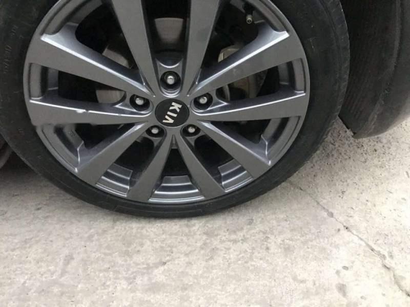 Xe Kia K3 sản xuất năm 2015, màu đen còn mới, giá tốt (4)