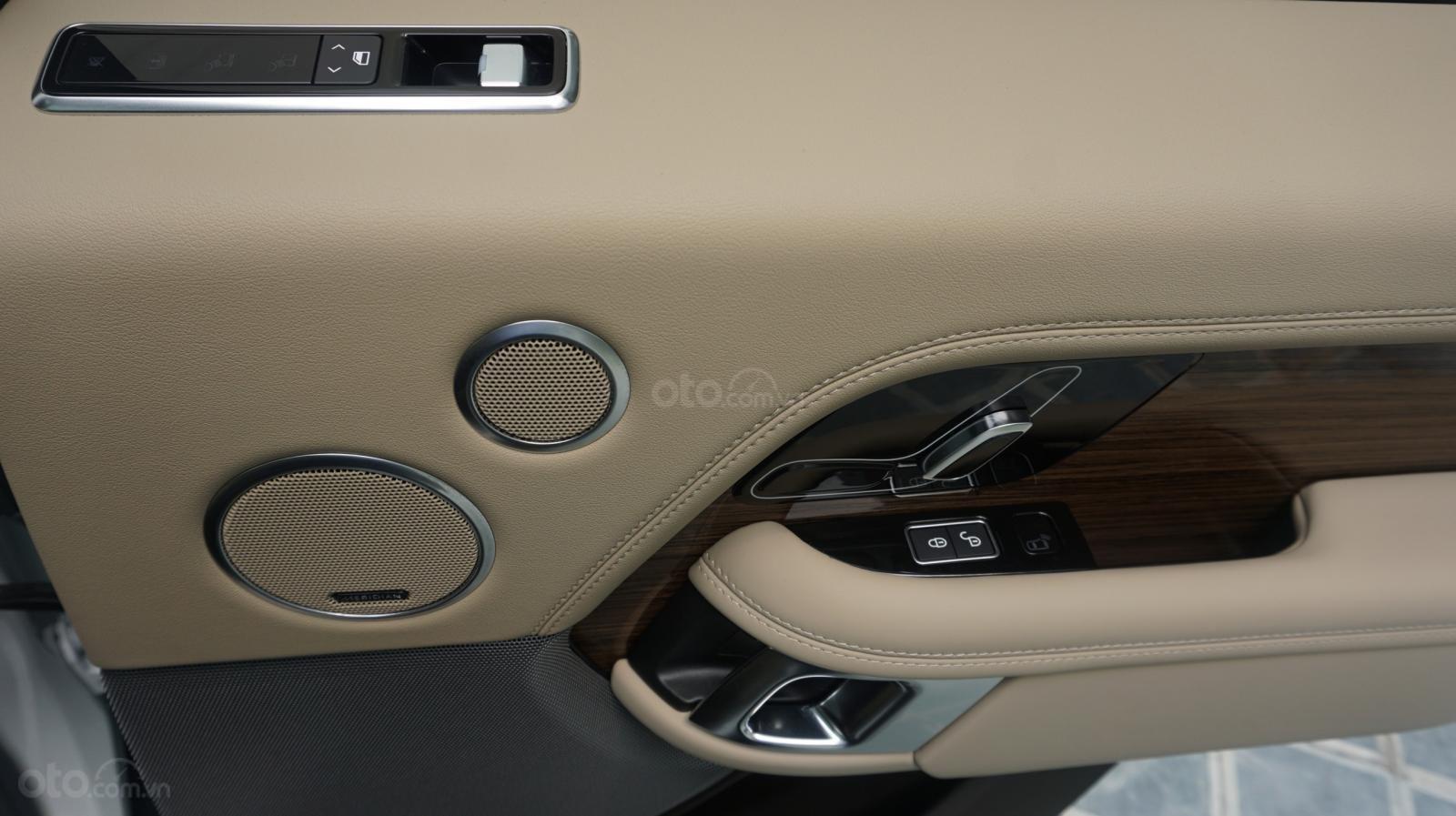 Cần bán xe LandRover Range Rover HSE năm 2019, màu trắng, xe nhập-5