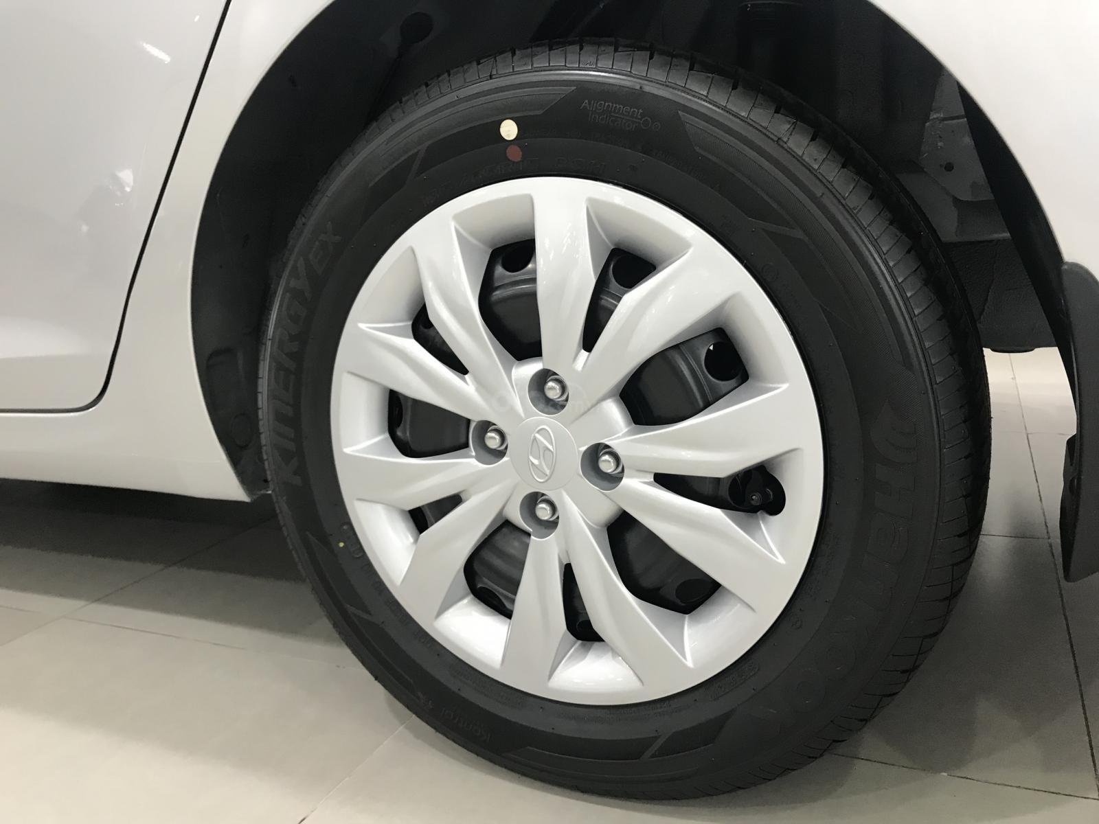 Bán xe Accent bản base màu bạc, có sẵn giao ngay 150 triệu nhận xe ngay (6)