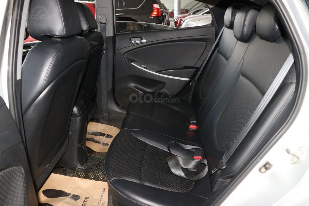 Cần bán Hyundai Accent 1.4AT sản xuất năm 2012, màu bạc, nhập khẩu (8)