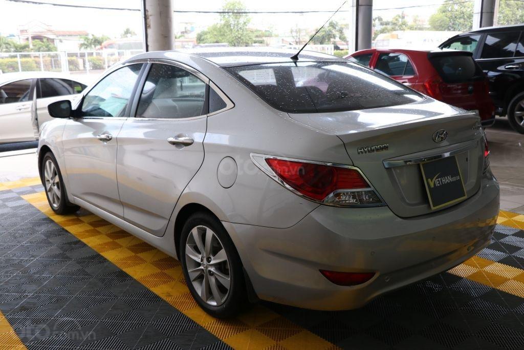 Cần bán Hyundai Accent 1.4AT sản xuất năm 2012, màu bạc, nhập khẩu (4)
