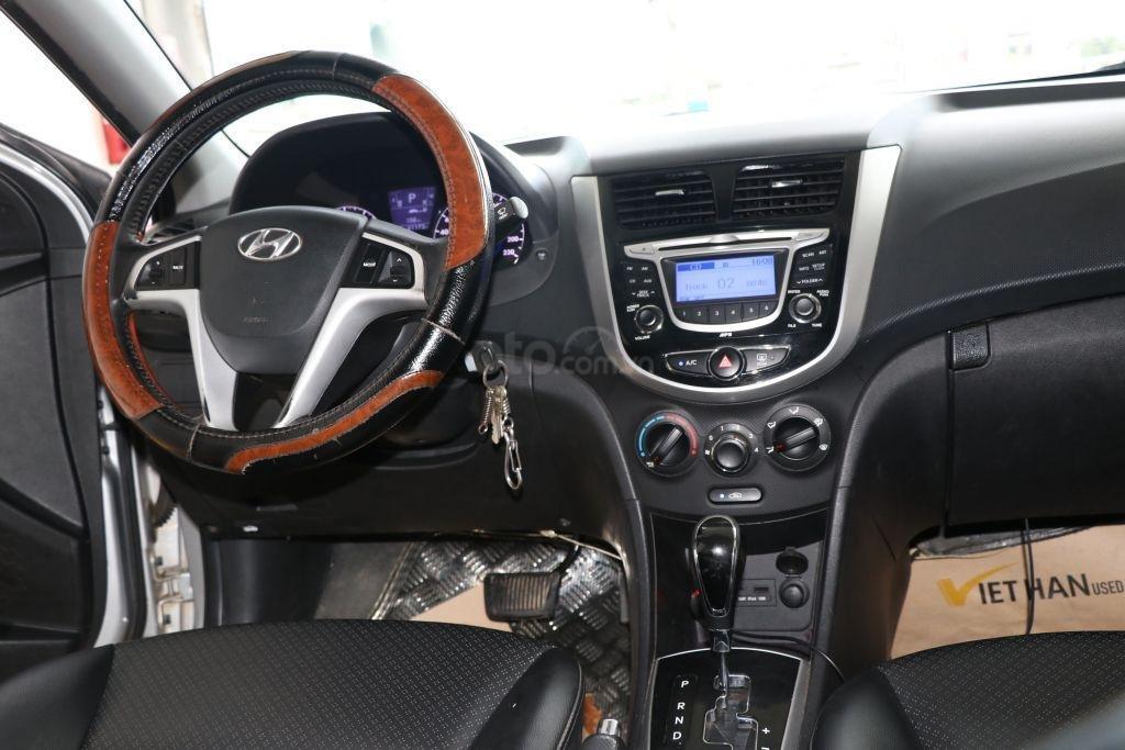 Cần bán Hyundai Accent 1.4AT sản xuất năm 2012, màu bạc, nhập khẩu (11)