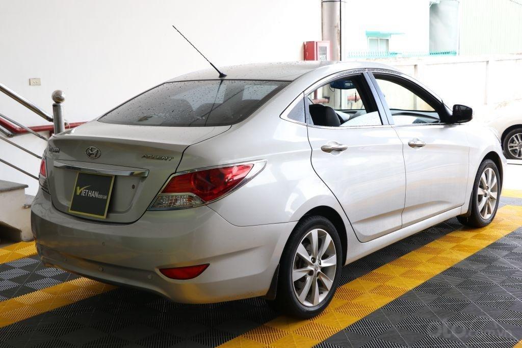 Cần bán Hyundai Accent 1.4AT sản xuất năm 2012, màu bạc, nhập khẩu (5)