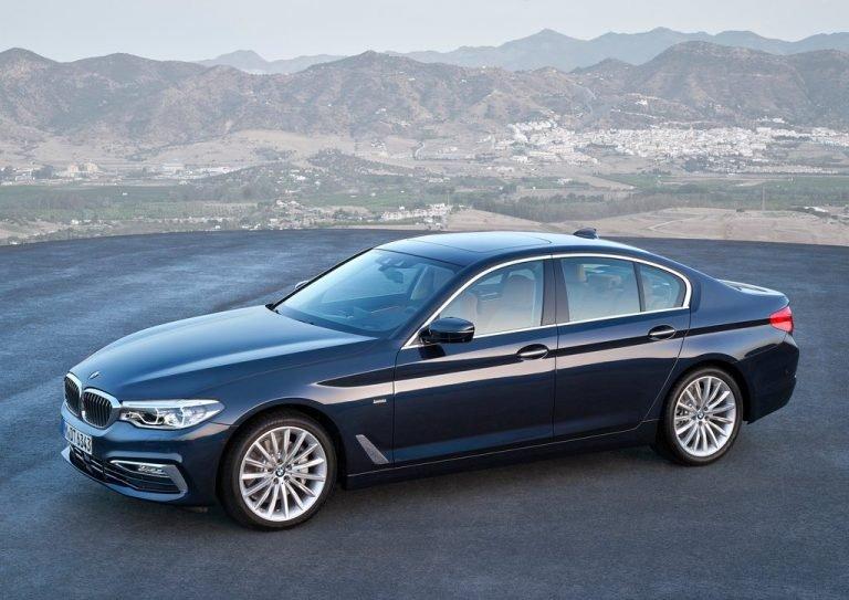 Thân xe BMW 5-Series 2019 nhìn nghiêng.