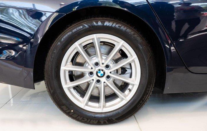 Thân xe BMW 5-Series 2019: Mâm xe.